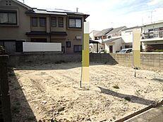 阪急塚口駅徒歩20分。閑静な住宅街の土地です。