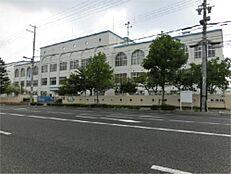 神戸市立本山第二小学校(654m)