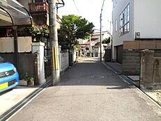第一不動産は尼崎市役所の西向です。