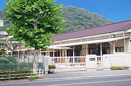 八幡幼稚園 840m