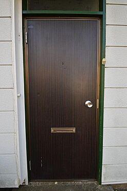アパート-相模原市南区西大沼3丁目 木目調のシンプルな玄関扉