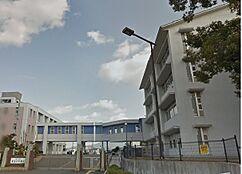 中学校貴志川中学校まで2245m