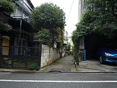 前面道路含む現地外観:平成28年9月16日撮影