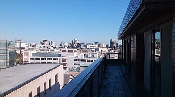マンション(建物一部)-新宿区市谷左内町 高台に佇む高級分譲マンションの最上階につき陽当たり、眺望、通風良好です。広いルーフバルコニー、バルコニーにつき、室内への採光量も確保できます