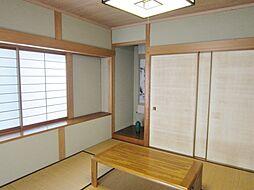 大きな出窓の1F和室