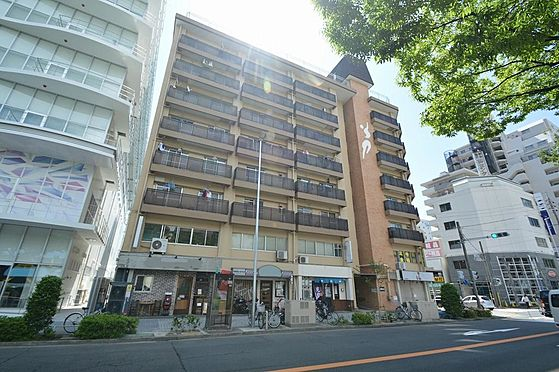 マンション(建物一部)-名古屋市中区上前津2丁目 幹線道路沿いに佇む凛とした外観。