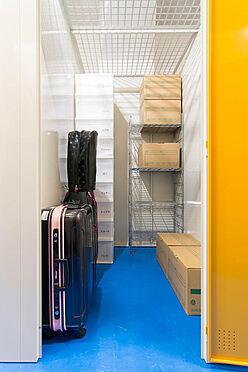 マンション(建物一部)-江東区三好4丁目 トランクルームでは季節物やレジャー用品等の収納にもご利用頂いています(2F)