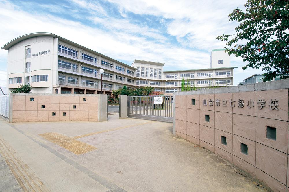 市立七郷小学校  約1,000m(徒歩13分)
