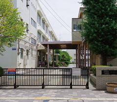 市立戸塚小学校 約900m(徒歩12分)