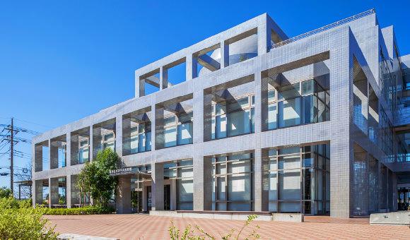 海老名市立中央図書館 約980m(徒歩13分)