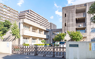 市立稲浜中学校 約1,070m(徒歩14分)