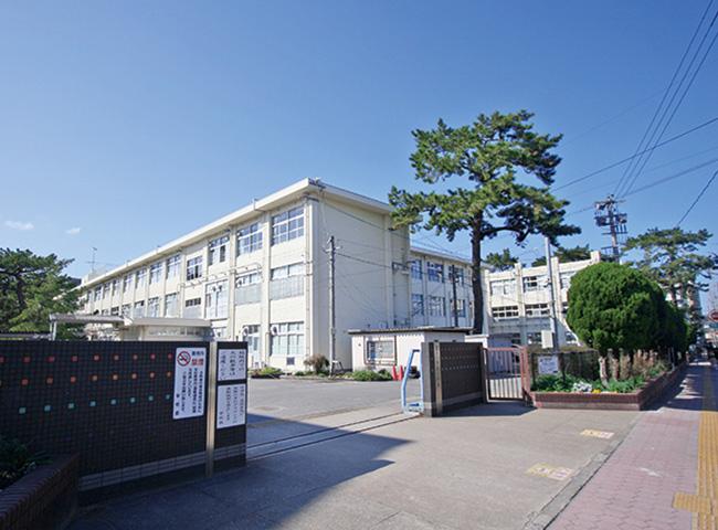 百道小学校 約410m(徒歩6分)