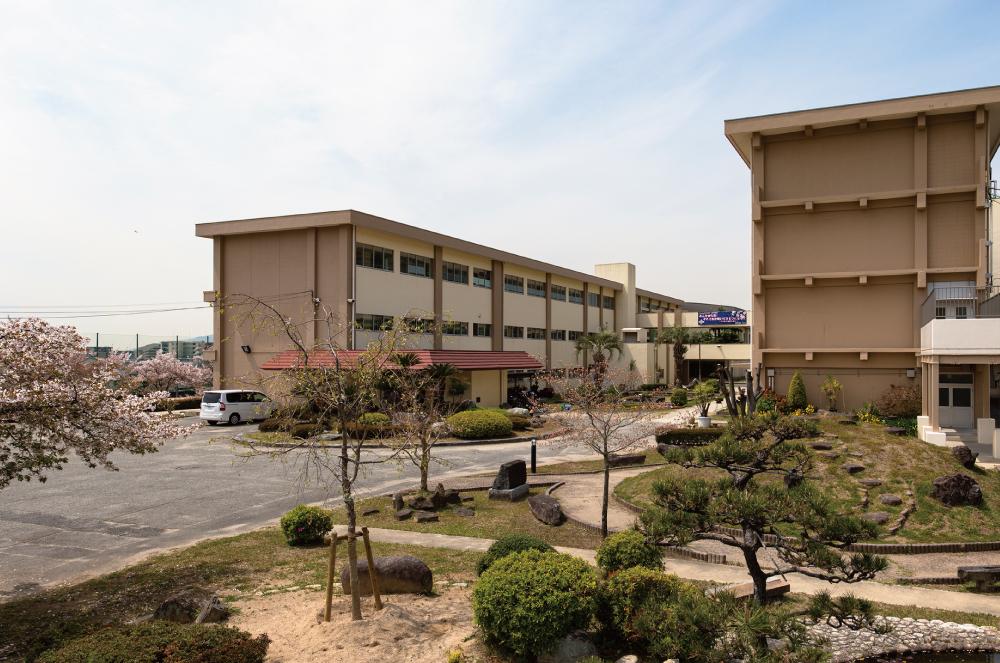 市立池田中学校 約300m(徒歩4分)