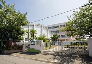 高槻市立寿栄小学校 約600m(徒歩8分)