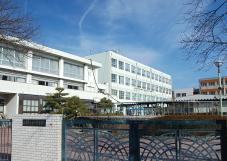 一柳中学校 【高畑公園】約1,060m(徒歩14分) 【八田駅南】約1,130m(徒歩15分)