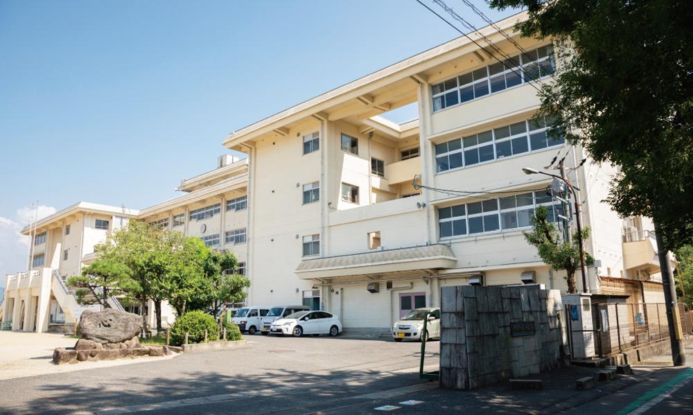 市立片塩小学校 約150m(徒歩2分)