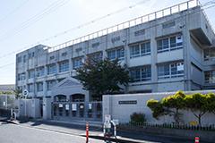 市立上野芝小学校 約900m(徒歩12分)