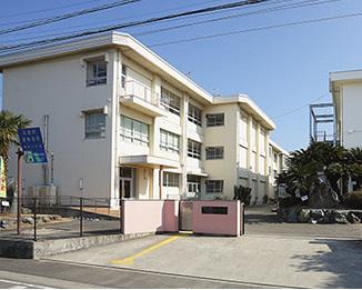 松山市立桑原小学校 約650m(徒歩9分)
