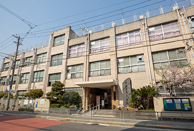市立堀江小学校 約240m(徒歩3分)