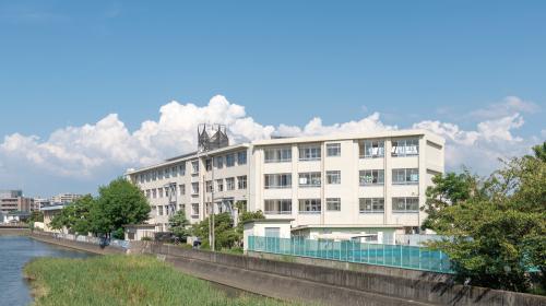 福岡市立室見小学校 約450m(徒歩6分)