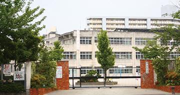 香椎浜小学校 約370m(徒歩5分)