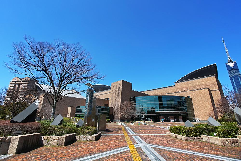 福岡市総合図書館 約940m(徒歩12分)