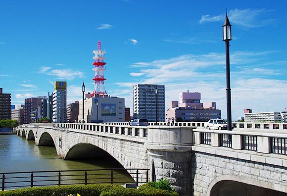 萬代橋 約380m(徒歩5分)※2