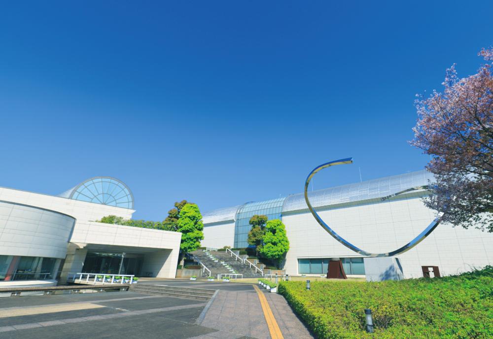 平塚市美術館 約600m(徒歩8分)