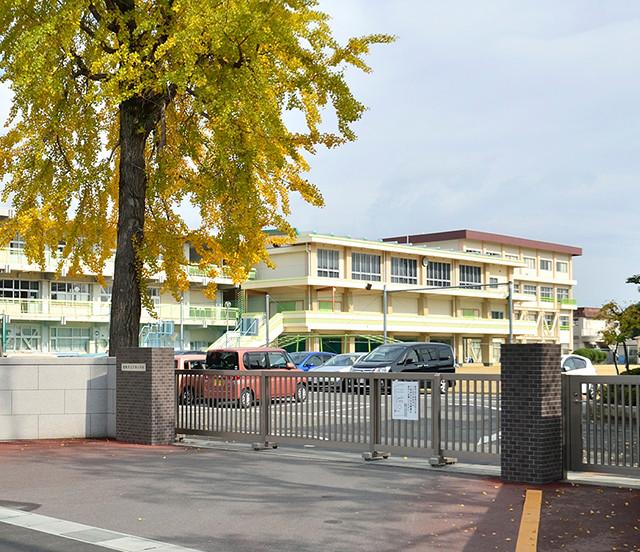 市立万寿小学校 約650m(徒歩9分)