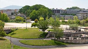 登美ヶ丘近隣公園 約340m(徒歩5分)