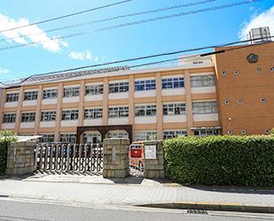 香川大学付属高松小学校 約750m(徒歩10分)