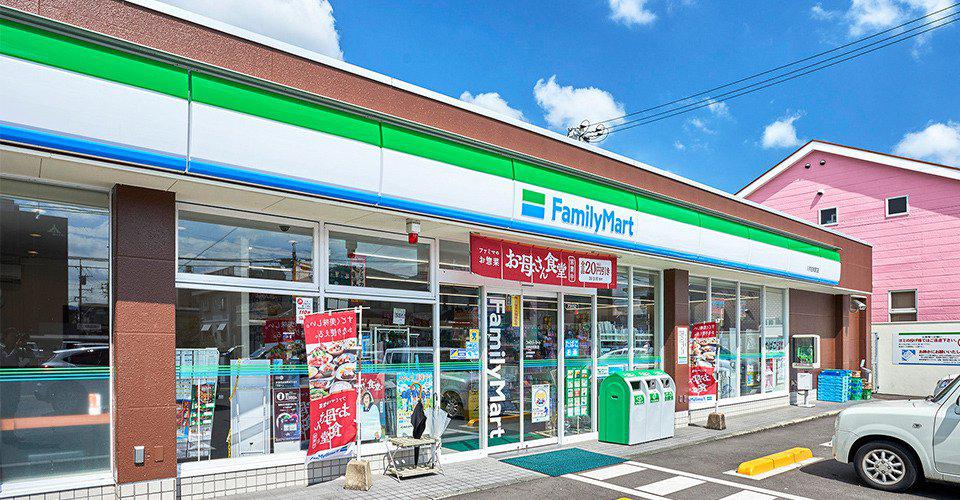 ファミリーマート川内白和町店 約10m(徒歩1分)
