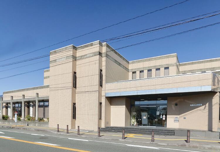 鳥栖市立図書館 約1,340m(徒歩17分)
