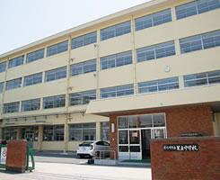 足立中学校 約980m(徒歩13分)