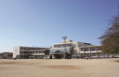 新宮小学校 約750m(徒歩10分)