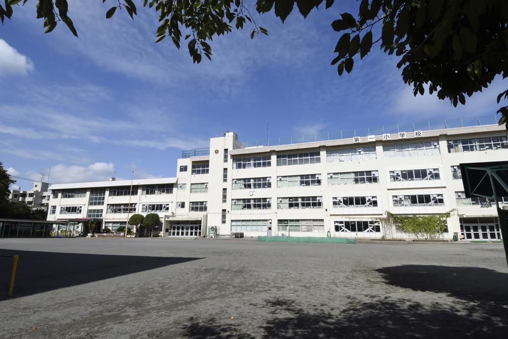 八王子市立第一小学校 約400m(徒歩5分)