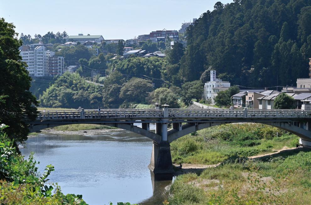 広瀬川(霊屋橋) 約980m(徒歩13分)