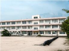 桑山中学校 約1,000m(徒歩13分)