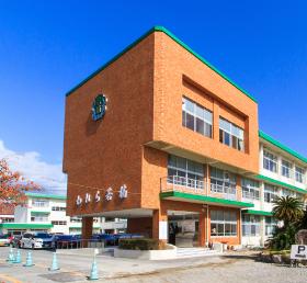 若楠小学校 約1,650m(徒歩21分)