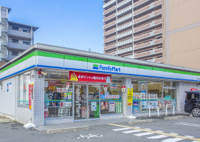 ファミリーマート 鶴見緑地東店 フォレスト:約240m(徒歩3分) ブリーズ:約260m(徒歩4分)