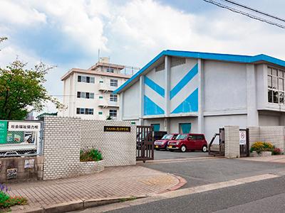 浅川中学校 約2,000m(徒歩25分)
