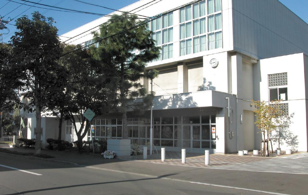 札幌市立伏見中学校 約200m(徒歩3分)