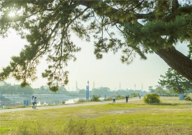 武庫川河川敷緑地 約630m(徒歩8分)