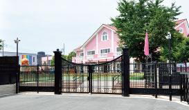 西新井幼稚園 約210m(徒歩3分)