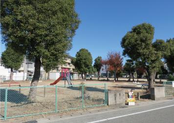 山崎公園 約320m(徒歩4分)