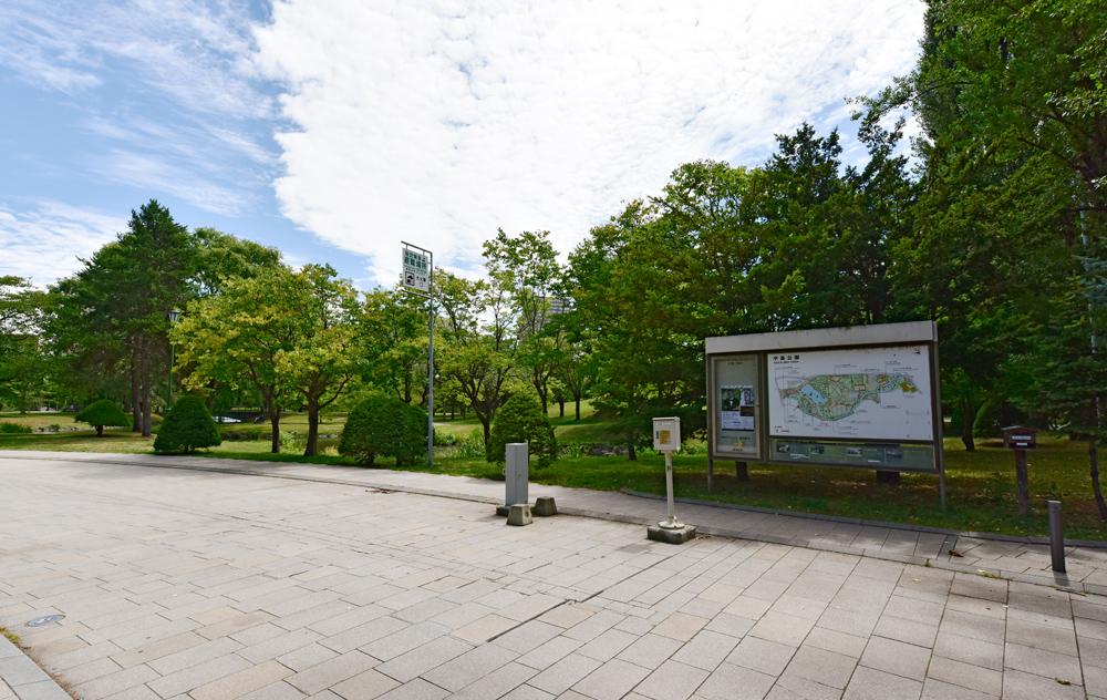 中島公園 約740m(徒歩10分)