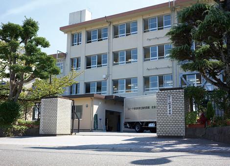 城西中学校 約770m(徒歩10分)