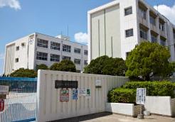 市立中崎小学校 約870m(徒歩11分)