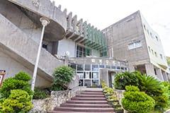 首里公民館・図書館 約1.5km(車で約2分)