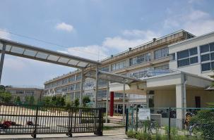 市立柏第三中学校 約420m(徒歩6分)